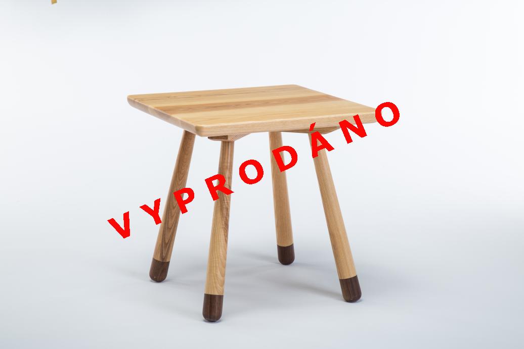 Dřevěný stolek čtvercový